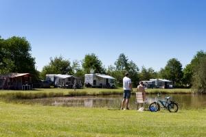 Camperplaatsen aan water-fietsen mee-AlleCampingsIn